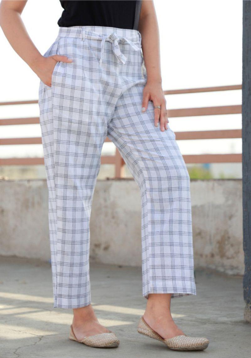 /home/customer/www/fabartcraft.com/public_html/uploadshttps://www.shopolics.com/uploads/images/medium/White-Cotton-Checks-Women-Pants-with-Loose-Belt-33226.jpg